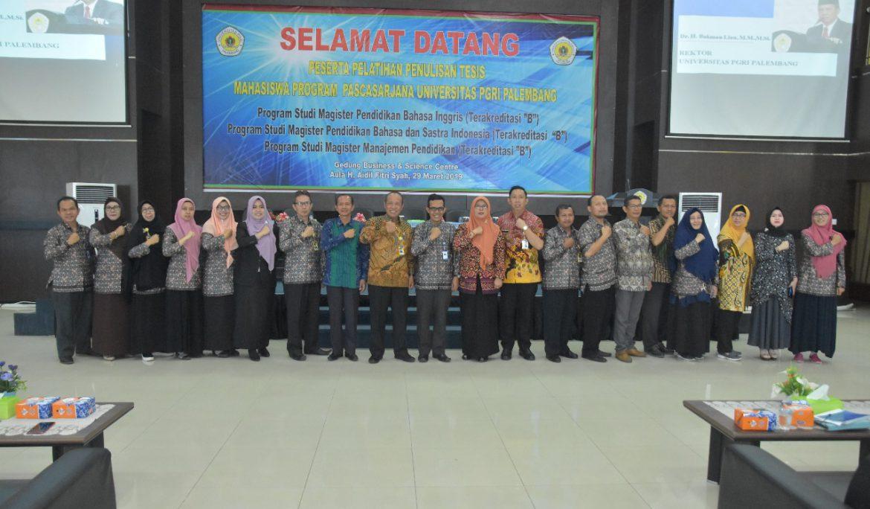 Pascasarjana Universitas PGRI Palembang Gelar Pelatihan Penulisan Tesis
