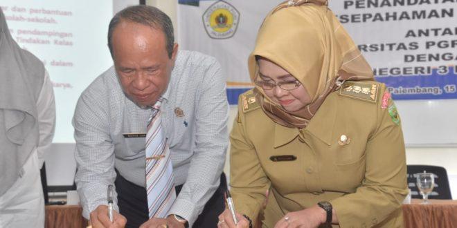 Rektor Universitas PGRI Palembang Silaturahmi dan Teken MoU dengan Kepsek SMKN 3 Palembang
