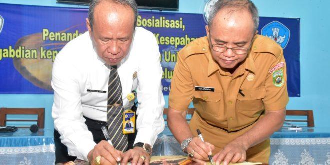 Rektor Universitas PGRI Palembang Teken MoU dan Silaturahmi Dengan Keluarga Besar SMKN 1 Gelumbang