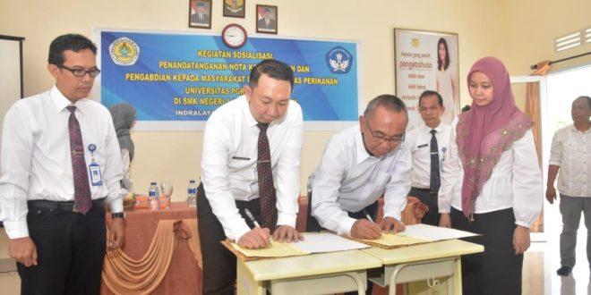 Universitas PGRI Palembang Gelar Sosialisasi, Penandatanganan MoU, dan Pengabdian Masyarakat di SMKN 1 Inderalaya Selatan