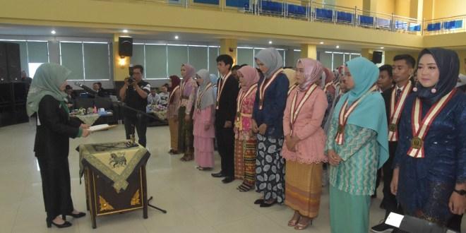 190 Mahasiswa/i FKIP Universitas PGRI Palembang Diyudisium