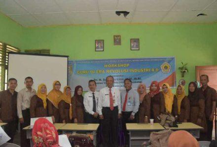 Rektor Universitas PGRI Palembang Menjadi Nara Sumber Workshop Guru di Era Revolusi Industri 4.0