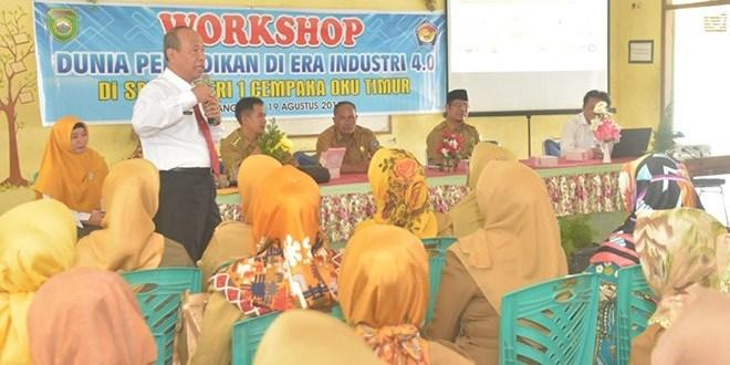 Kepsek dan Guru di Cempaka OKU Timur Antusias Ikuti Workshop yang Disampaikan Rektor Universitas PGRI Palembang