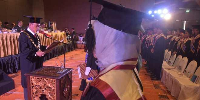 Rektor Universitas PGRI Palembang Lantik 730 Sarjana Baru
