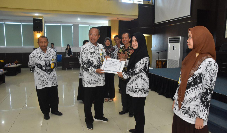21 Dosen Universitas PGRI Palembang Terima SK JFA dan Serdos