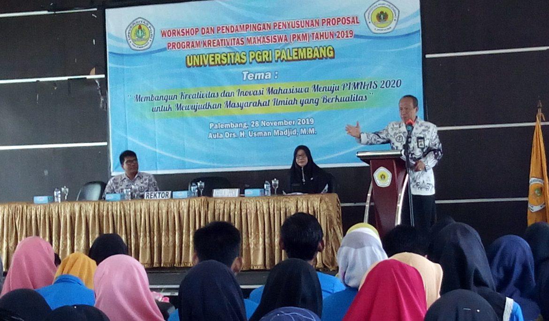 Rektor Universitas PGRI Palembang Pacu Semangat Mahasiswa Untuk Menulis Proposal PKM
