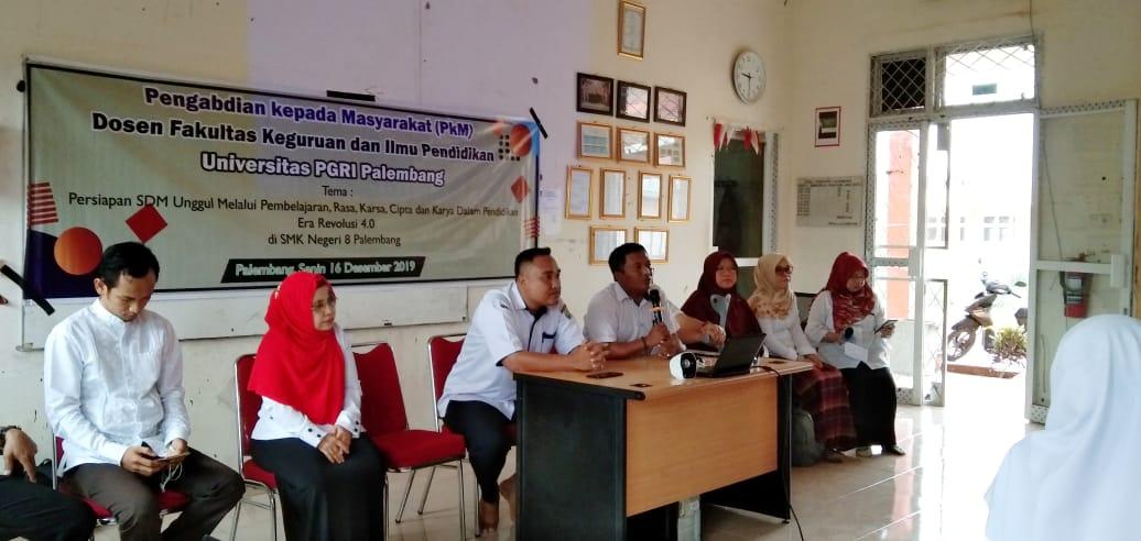 Dosen dan Mahasiswa FKIP Universitas PGRI Palembang Gelar PKM di SMK Negeri 8 Palembang