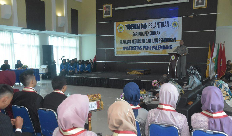 FKIP Universitas PGRI Palembang Lantik 105 Sarjana Baru