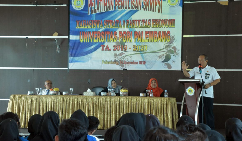 157 Mahasiswa FE Universitas PGRI Palembang Ikuti Pelatihan Penulisan Skripsi