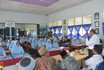 Rektor Universitas PGRI Palembang Kunjungan ke SMAN 1 Sungai Lilin dan SMKN 1 Babat Supat Muba