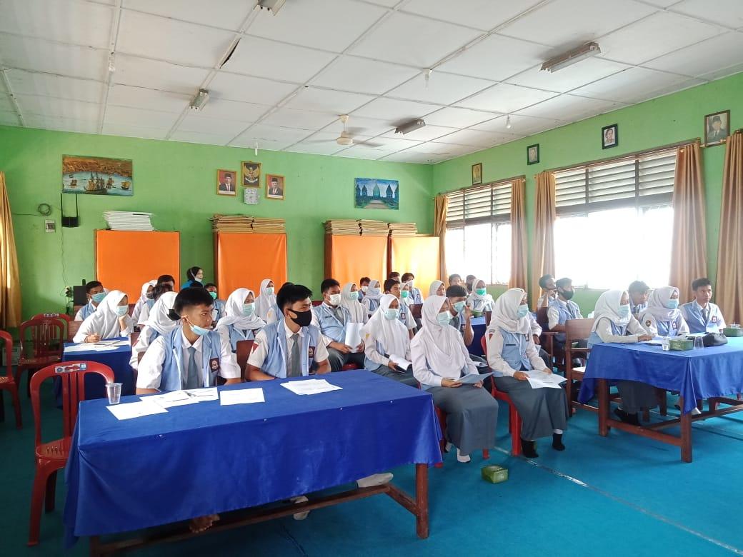 Tingkatkan Kemampuan Berbicara di Depan Publik, Siswa SMAN 1 Sirah Pulang Padang Ikuti Pelatihan Pewara