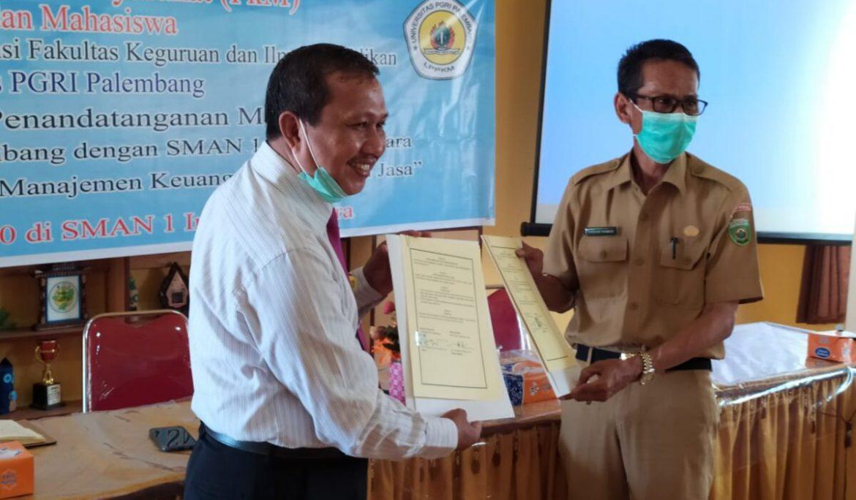 Ikuti Prokes Covid-19, Dosen Prodi Akuntansi FKIP Universitas PGRI Palembang Gelar PkM di SMAN 1 Inderalaya Utara
