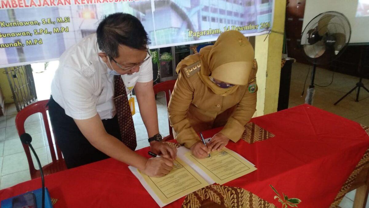 Jalin Kerja Sama, Universitas PGRI Palembang Beri Kemudahan Siswa dan Guru SMKN 1 Pagaralam Untuk Kuliah