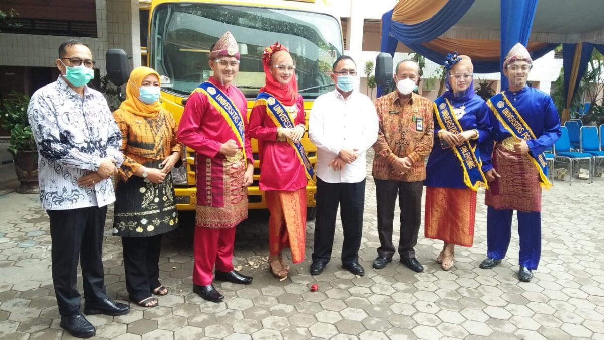 Universitas PGRI Palembang Terima Bantuan Satu Unit Bus dari Kemenhub
