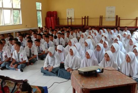 Dosen FKIP Universitas PGRI Palembang Gelar PkM di SMA PGRI Lahat