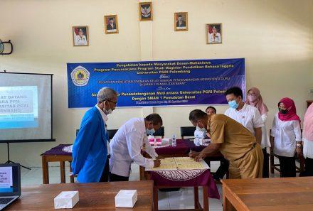 Tim Dosen PPs Universitas PGRI Palembang Beri Pelatihan PTK di SMAN 1 Pemulutan Barat